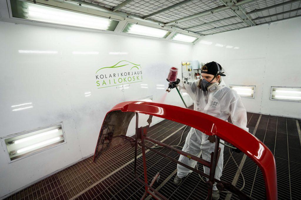 Täysin pölyttömät maalauskammiomme varmistavat sen, että automaalauksen lopputuloksesta tulee laadukas.
